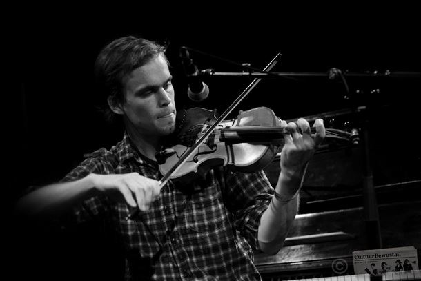 Peter Broderick Header